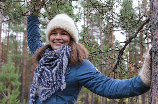 Himasta valmistuneita joogaopettajia: Perhejoogaopettaja Anne Slåen